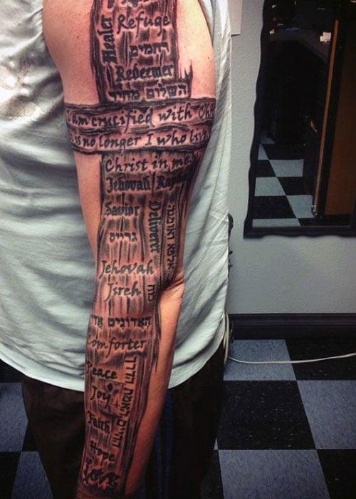 Christian Cross Tattoos auf Ärmel