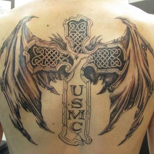 Soldat Kreuz Tattoo