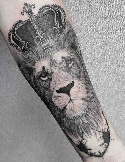 Detailed Lion Tattoo Ideas For Guys